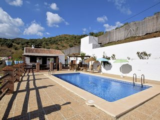 Cozy Cottage in El Borge with Private Pool