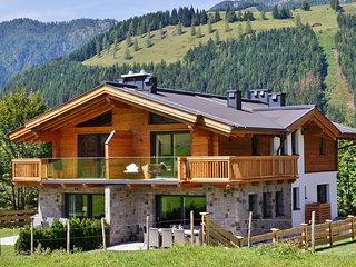 Luxurious Holiday Home in Mühlbach am Hochkönig with Terrace