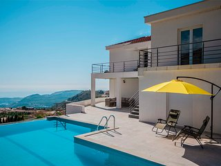 Apartment Alice with pool and sea view near Dubrovnik
