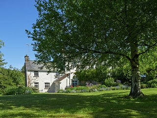 Historic Holiday Home inLlangynidr with Private Garden