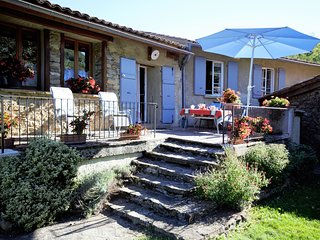 Detached, authentic holiday home with garden and mountain views in France