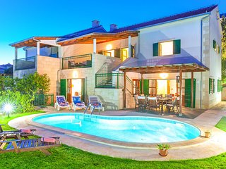 Superb villa with private swimming pool and garden on the coast of Croatian isla