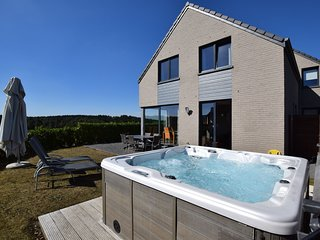Beautiful Holiday Home with Jacuzzi in Durbuy