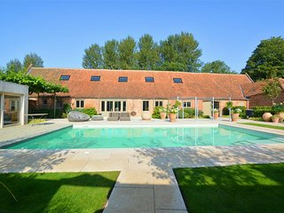 Stylish holiday home in Reepham with outdoor pool