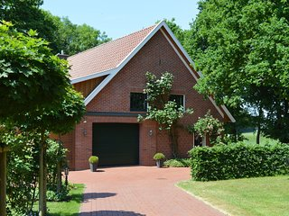 Detached country house in the Oldenburg Münsterland with stove, terrace and gar