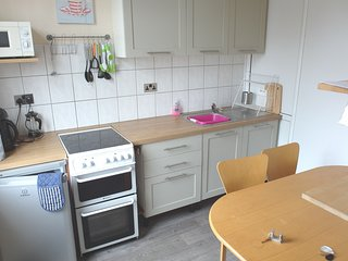 Coventry Working or Visiting Five Bed Rooms Sleeps Seven (Single Beds)