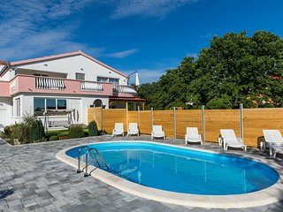 Luxurious Holiday Home in Galovac with Swimming Pool