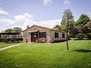 Spacious Villa at Lombriciano Tuscany with Pool