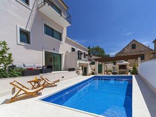 Irresistible Villa with Pool in Povlja