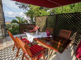 Holiday apartment with a private terrace, minutes away from the sea