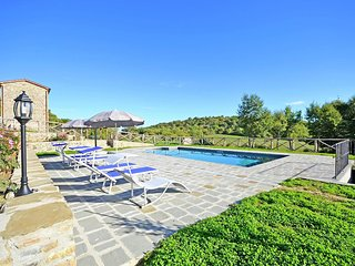 Villa with private pool near Cortona in the calm countryside and hilly landscape