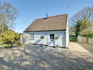 Detached, bright cottage with original open fireplace, just outside Cranbrook