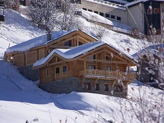 Authentic chalet with a fireplace at 500 m from the ski lift