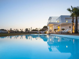 Villa with private swimming pool and jacuzzi in a splendid sea front position