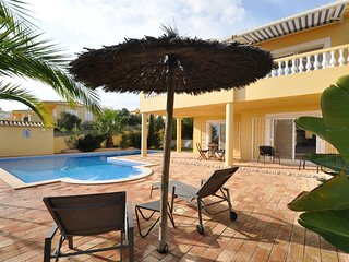 Villa with views overlooking the pool, sea and Meia Praia. Great for a relaxing