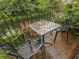 13 BOWBRIDGE LOCK, canalside balcony, Cotswolds AONB, Ref 975028