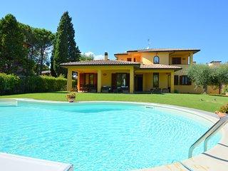 Pretty villa in Marsciano, with nice garden and private pool.