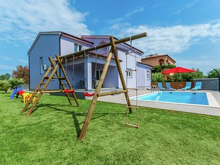 Comfortable villa in Pula with private swimming pool, 4 km from the beach