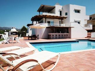 Luxe in big beautiful villa, private swimming pool, sea view near Sisi, NE coast