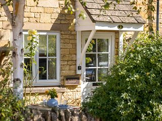 Buckthorn Cottage is a charming cottage in former stables in Chipping Campden