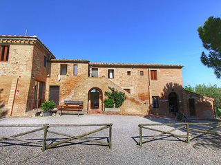 Quaint Farmhouse in Montalcino Italy with Pool and Sauna