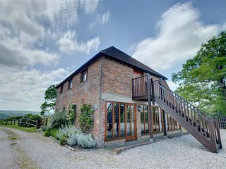 Magnificent, detached barn conversion in peaceful location