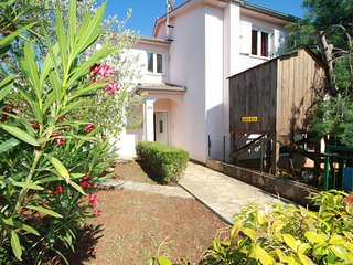 Nice apartment for 4-6 people with balcony near the beach, WiFi, A/C