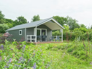Lovely chalet with covered terrace, close to the North Sea