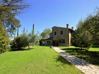 Detached house with private pool in green surroundings, near Todi