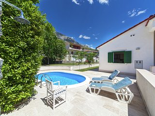 Pleasant villa with private swimming pool in Dugi Rat and just 620 m from the be