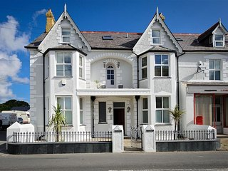 Modern Apartment in Llanbedrog Britain near Beach