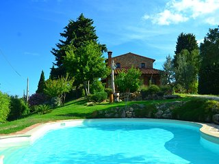Vintage Holiday Home in Chianni with Swimming Pool