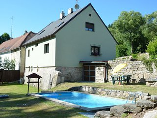 Former watermill on 2000 m of private land and pool
