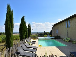 19th century Burgundian wine farm with private heated pool
