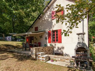 Sweet Holiday Home With Private Garden in Savignac-Lédrier