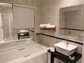 SARDONYX Pool view suite