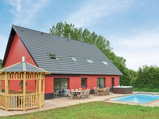 Amazing home in Saint-Denoeux w/ Jacuzzi, Heated swimming pool and 4 Bedrooms (F
