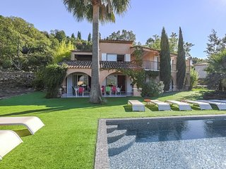 Villa with a private pool and panoramic views, 20 km from Saint-Tropez