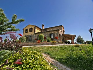 Classic Villa near Urbania with Wooden Furniture