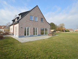 Magnificent country house with large garden near the city of Ghent.