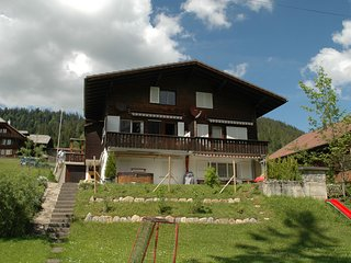 Spacious Chalet in Eriz with Riverside Garden