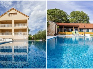 Extraordinary private estate with 2 detached houses, 2 beautiful infinity pools