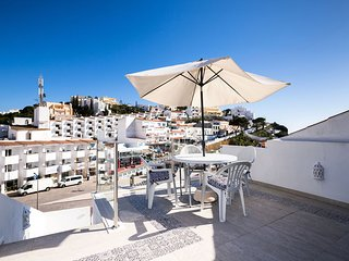 Spacious house located with a roof terrace overlooking the square and the sea.