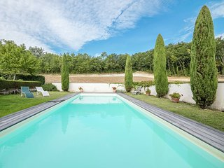 Cozy Cottage in Saint-Cibard with Swimming Pool