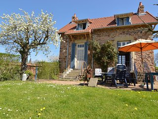 Unique Child-friendly Holiday Home in Saint-Honoré-les-Bains