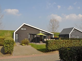 Attractive holiday home with wonderful garden near the Eastern Scheldt