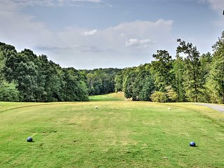 Resort-Style Home Easy Walk to Lake Hartwell!