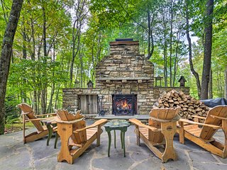 Stunning Beech Mountain Cabin w/ Porch+Hearth