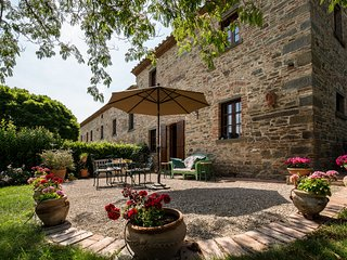 Luxurious Apartment in Cortona Tuscany with Swimming Pool