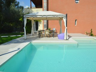 Modern villa with private pool and fenced garden 2.5 km from Lucca
